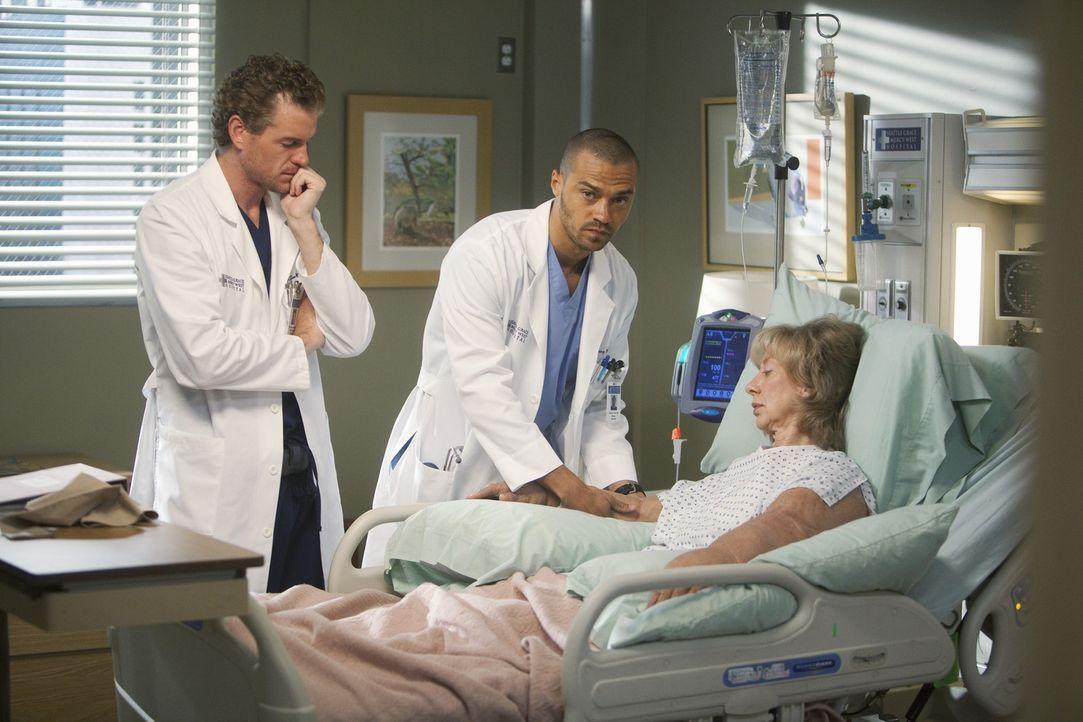 Mark (Eric Dane, l.) und Jackson (Jesse Williams, M.) operieren eine Frau (Ellen Crawford, r.), bei der Bailey früher Großes geleistet hat. Sie will... - Bildquelle: ABC Studios