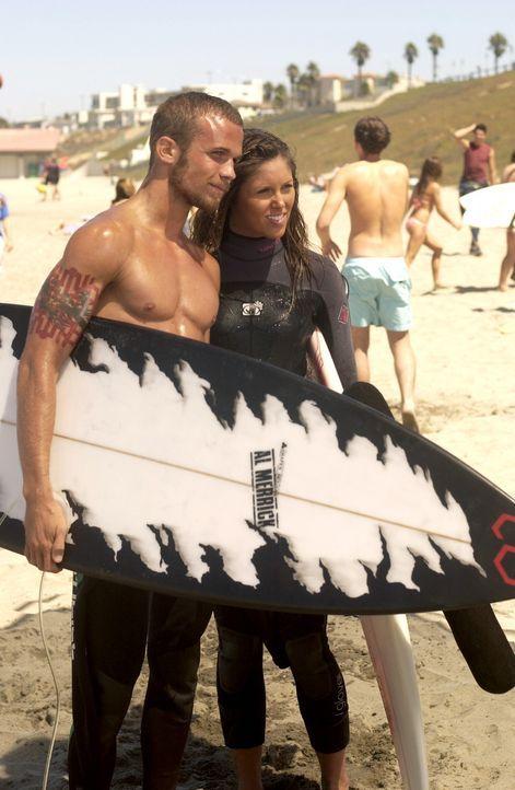Mehr als nur Freunde?: Casey (Kayla Ewell, r.) und Volchok (Cam Gigandet, l.) ... - Bildquelle: Warner Bros. Television