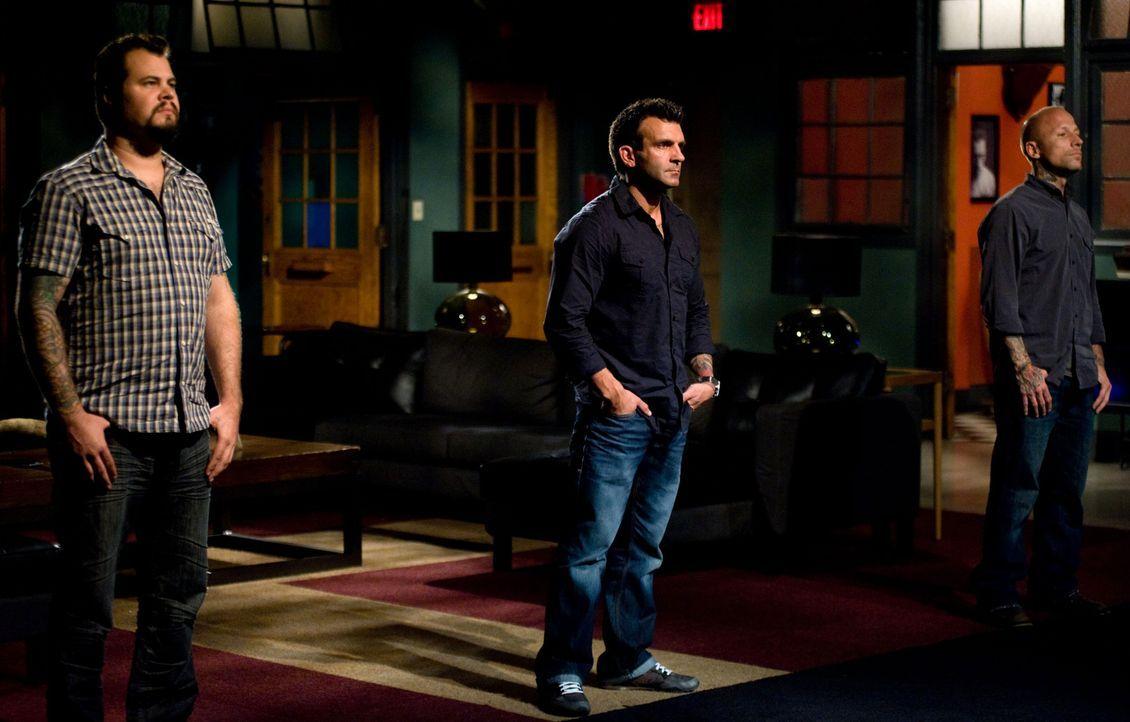 """Zwischen James Vaughn (l.), Shane O'Neill (M.) und Tommy Helm (r.) wird es sich entscheiden, denn nur einer wird der """"Ink Master"""" und gewinnt $ 100.... - Bildquelle: Fernando Leon Spike TV"""