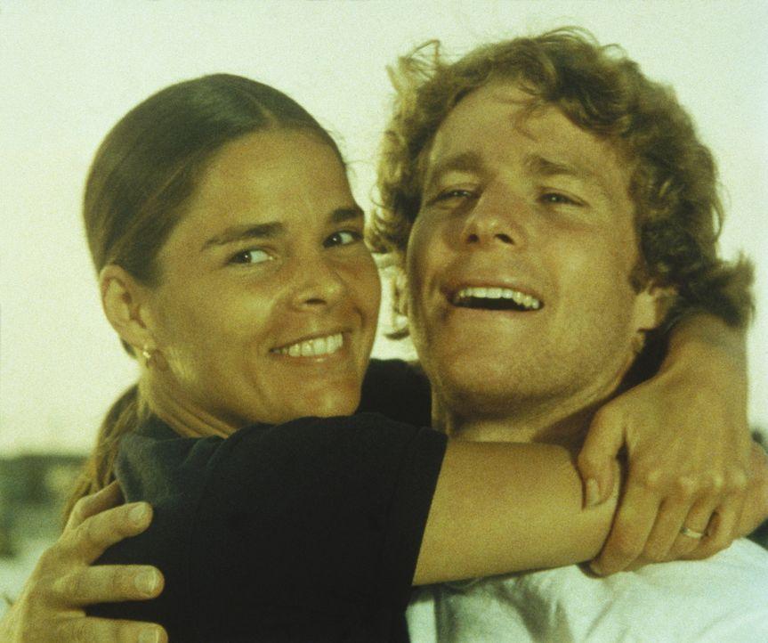 Oliver (Ryan O'Neal, r.) und Jennifer (Ali MacGraw, l.) sind überglücklich, doch eines Tages fällt ein tiefer Schatten auf das Glück der Liebend... - Bildquelle: Paramount Pictures