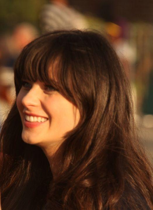 Lässt sich etwas einfallen, damit Schmidt lockerer wird: Jess (Zooey Deschanel) ... - Bildquelle: 20th Century Fox