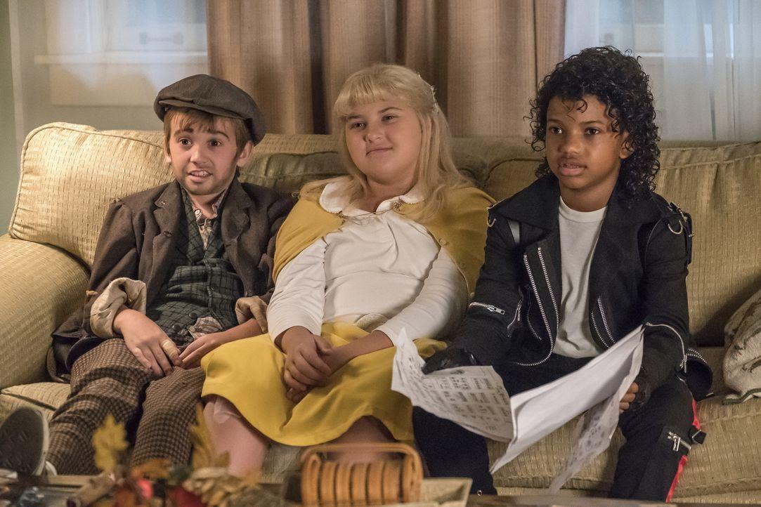 An Halloween haben hat jeder der drei Geschwister (v.l.n.r.: Parker Bates, Mackenzie Hancsicsak und Lonnie Chavis) eine andere Vorstellung, wie in d... - Bildquelle: Ron Batzdorff 2017-2018 NBCUniversal Media, LLC.  All rights reserved.