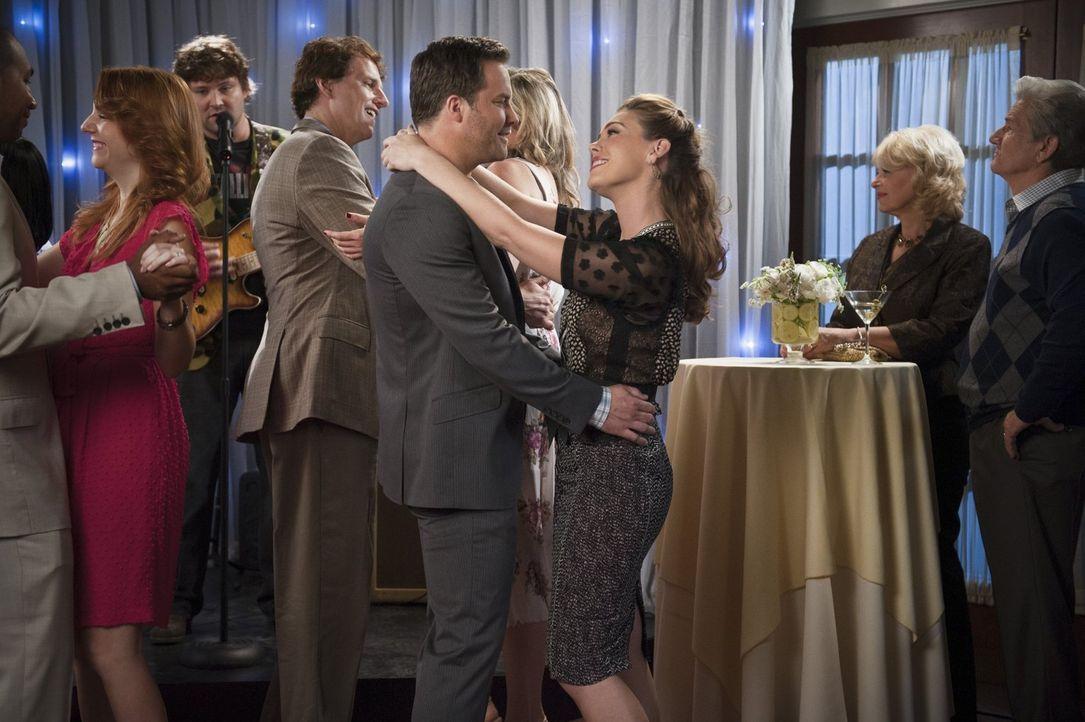 George (Scott Porter, vorne l.) und AnnaBeth (Kaitlyn Black, vorne r.) bekommen unerwarteten Besuch von Georgs Eltern ... - Bildquelle: 2014 Warner Brothers