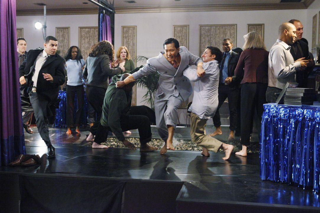 Fluchtversuch: Jonny Wong (Eddie Shin) ist sich seiner illegalen Machenschaften bewusst... - Bildquelle: ABC Studios