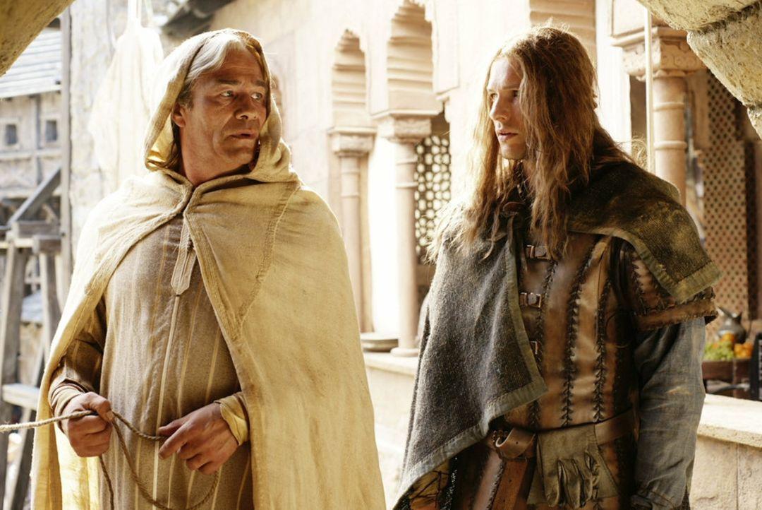 Auf der Suche nach seinem Vater begibt sich Isenhart (Bert Tischendorf, r.) nach Toledo. Dort stößt er auf Sydal von Friedberg (Klaus J. Behrendt,... - Bildquelle: Gabor Klinsky ProSieben