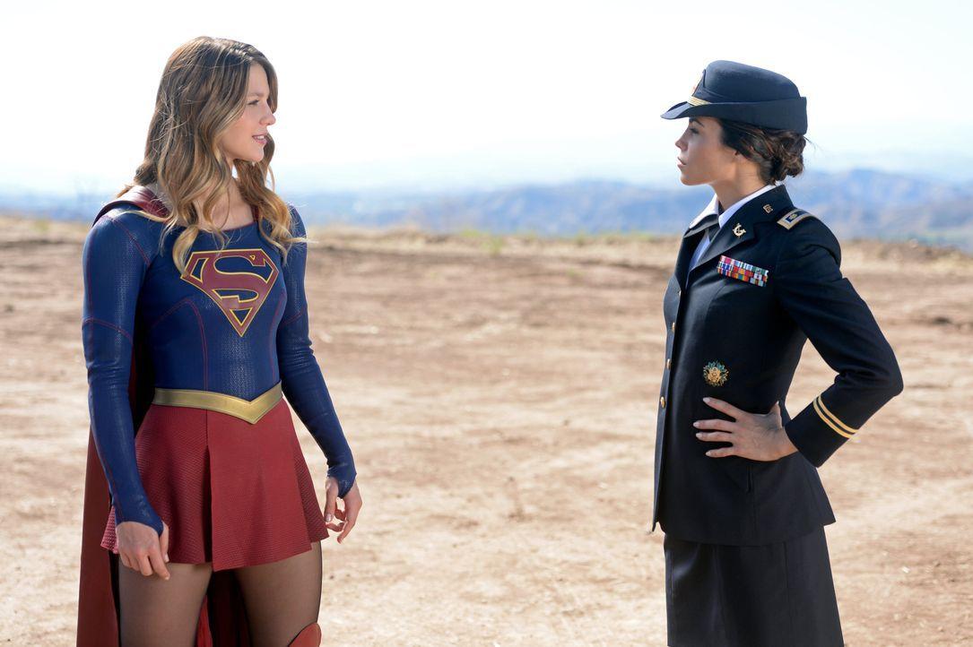 Sie hat es nicht nur auf privater Ebene mit ihr zu tun, auch als Supergirl wird Kara (Melissa Benoist) mit Lucy Lane (Jenna Dewan Tatum, l.) konfron... - Bildquelle: 2015 Warner Bros. Entertainment, Inc.