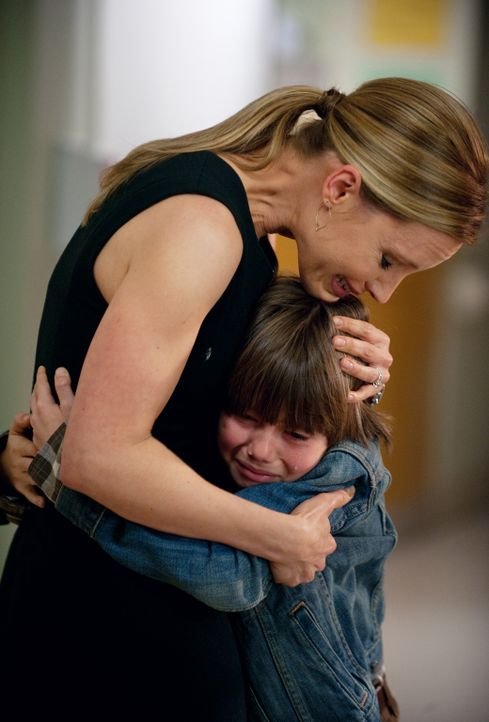 Während Jake seine Tochter besucht, kümmert sich Charlotte (KaDee Strickland, l.) um Mason (Griffin Gluck, r.), der sich mit dem bevorstehenden Tod... - Bildquelle: ABC Studios