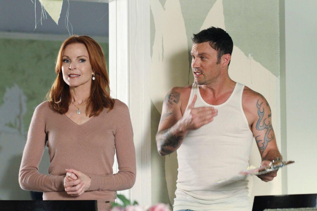 Gemeinsam werden sie der Tapete im Haus Herr: Bree (Marcia Cross, l.) und Keith (Brian Austin Green, r.) ... - Bildquelle: ABC Studios