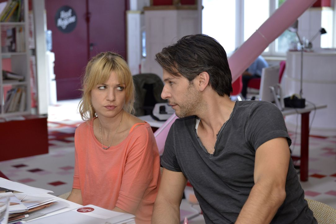 Dank Nick (Florian Odendahl, r.) kann Mila (Susan Sideropoulos, l.) ihr Trauma überwinden ... - Bildquelle: Oliver Ziebe SAT.1