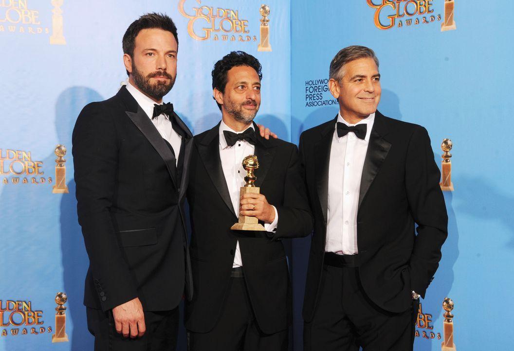Ben Affleck, Grant Heslov und George Clooney bei den Golden Globes 2013 - Bildquelle: AFP