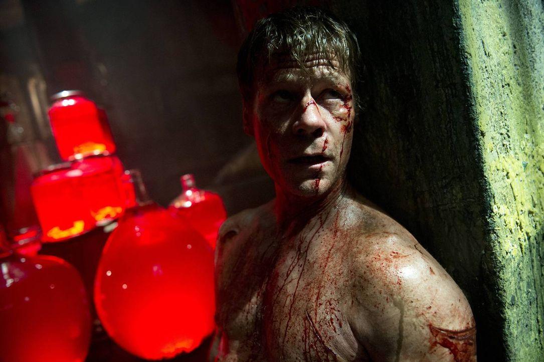 Wird Victor (Joel Gretsch) wirklich zwei aus Asgard verbannten Wesen helfen, an den Schlüssel in die übernatürliche Welt zu gelangen? - Bildquelle: 2014 Twentieth Century Fox Film Corporation. All rights reserved.