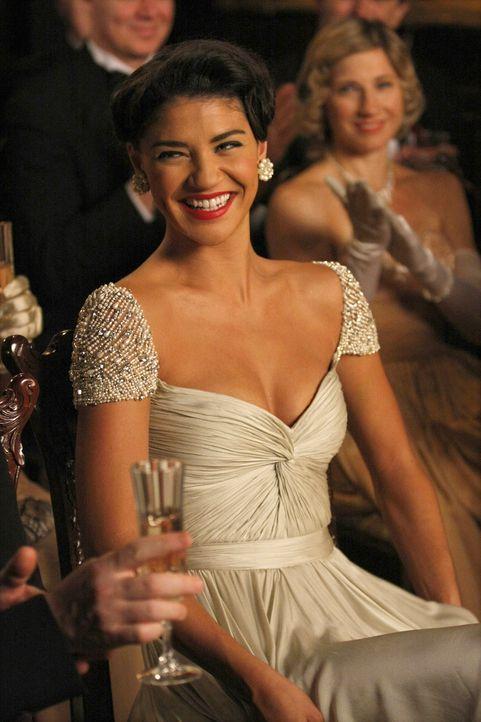 Vanessa (Jessica Szohr) freut sich darüber, dass ihr Engagement so geschätzt wird - leider passiert alles nur in Blairs Traum. - Bildquelle: Warner Brothers