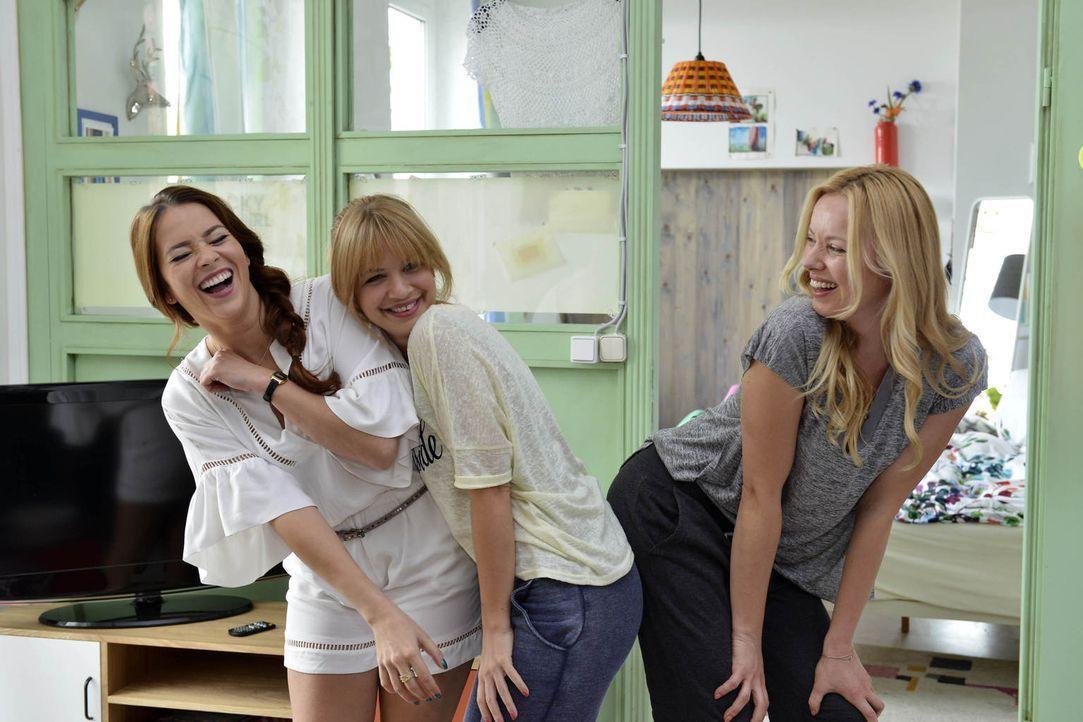 Mila (Susan Sideropoulos, M.) und Sally (Laura Osswald, l.) müssen feststellen, dass Nicks Auserwählte Ingrid (Sophie Meister, r.) gar nicht so übel... - Bildquelle: Oliver Ziebe sixx