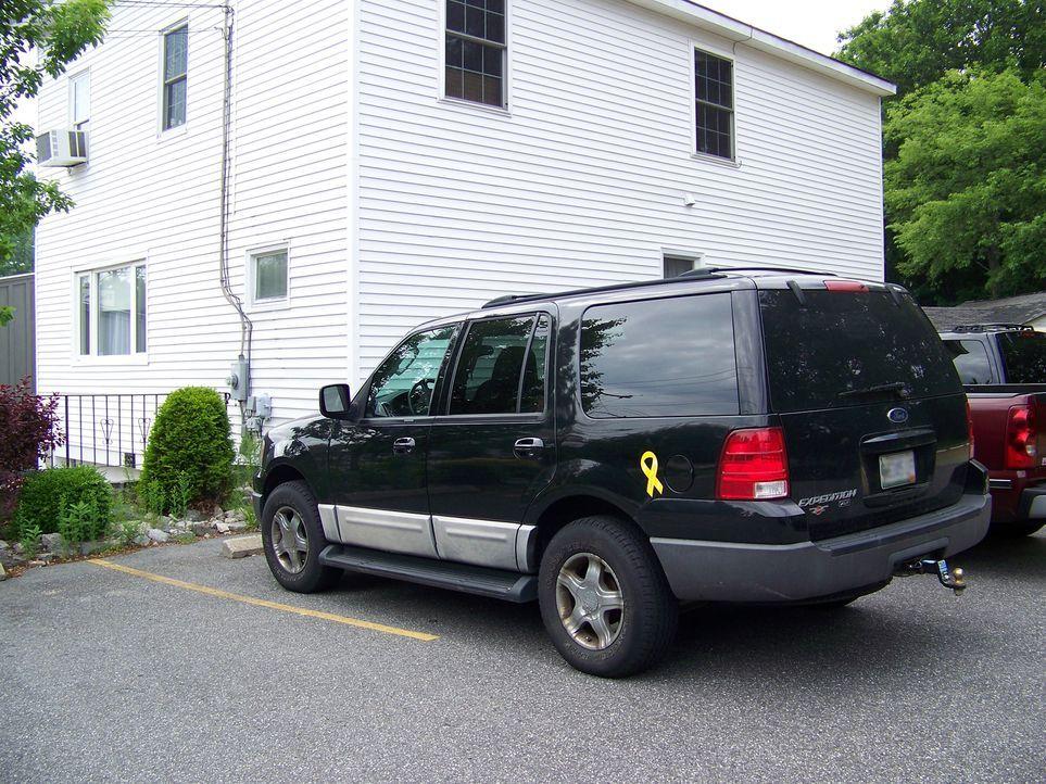 Das Auto des Opfers wurde bei dem Raubüberfall entwendet. Nutzten die Täter es als Fluchtauto? Der Ford Expedition (Foto) wir umgehend zur Fahndung... - Bildquelle: MSPD
