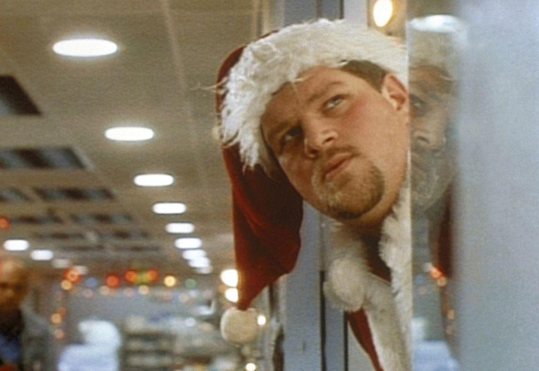 Jerry (Abraham Benrubi) wundert sich, dass die bunten Weihnachtslichter verschwunden sind. - Bildquelle: TM+  WARNER BROS.