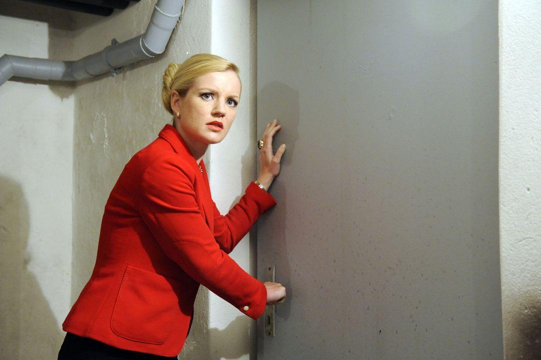 Durch Helenas (Kim Sarah Brandts) drastische Mittel wird Bea erneut mit dem Risiko ihrer heimlichen Liebe zu einem Schüler konfrontiert ... - Bildquelle: SAT.1