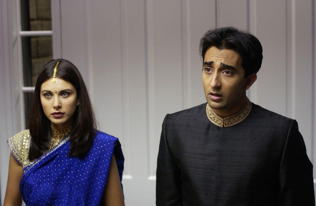 Damit Rahuls (Rahul Khanna, r.) Schwester heiraten kann, muss zunächst er selbst unter die Haube. Auf der Suche nach seiner indischen Traumfrau trif... - Bildquelle: Universum Film