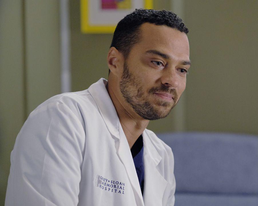 Während Penny ihren ersten Tag im Krankenhaus hat, soll Jackson (Jesse Williams) einen Jungen dessen Hände von Tumoren deformiert sind, operieren ..... - Bildquelle: Tony Rivetti ABC Studios