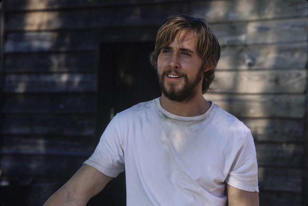 Als Noah (Ryan Gosling) auf Allie stößt, spürt er sofort, dass er und Allie füreinander bestimmt sind ... - Bildquelle: Warner Brothers International Television