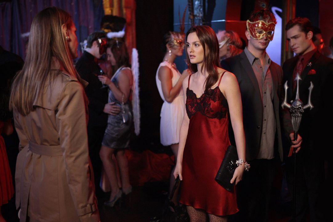 Blair (Leighton Meester, r.) setzt sich in den Kopf, das neue Gesicht von Anne Archibalds (Francie Swift, l.) Stiftung für Mädchen zu werden, aber A... - Bildquelle: Warner Bros. Television