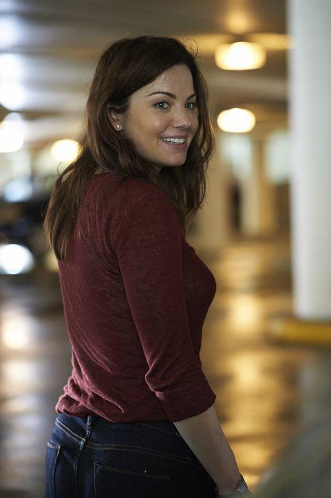 Noch ahnt Alex (Erica Durance) nicht, was sie direkt vor dem Krankenhaus erwartet ... - Bildquelle: 2013  Hope Zee Two Inc.