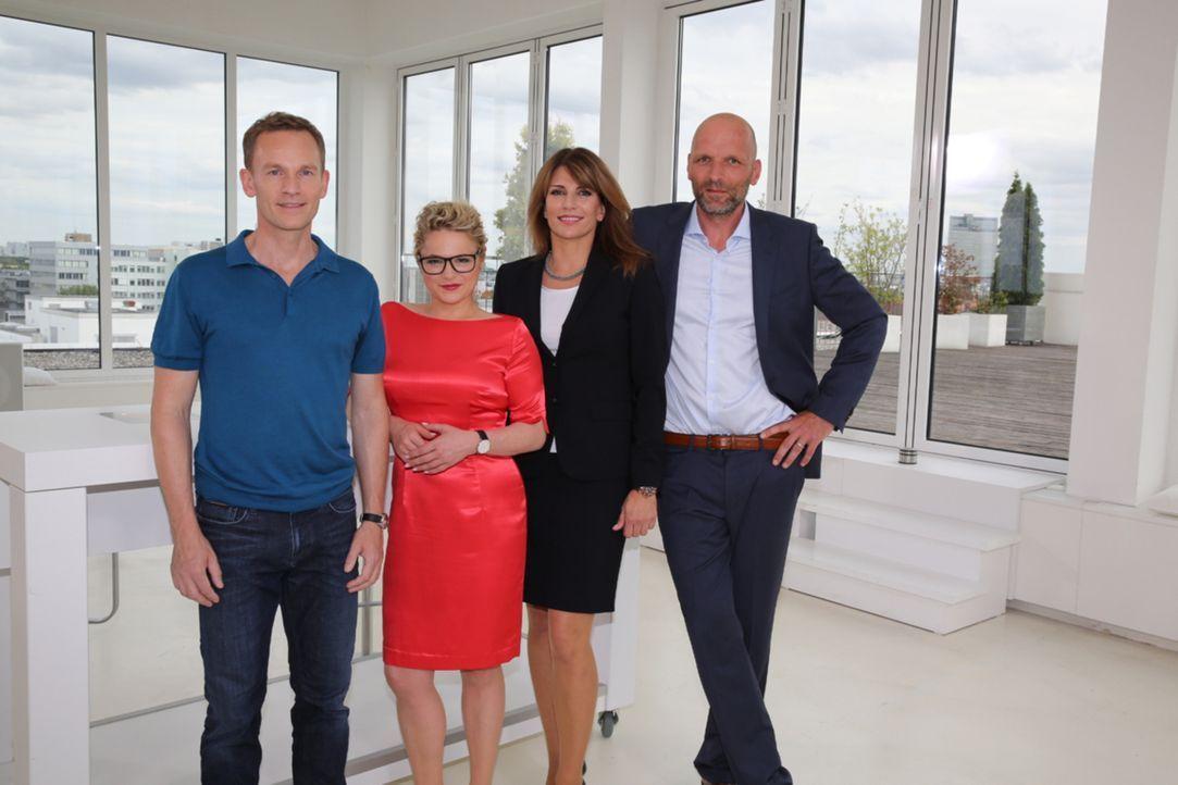 Die vier Experten Uwe Linke (l.), Dr. Sandra Köhldorfer (2.v.l.), Beate Quinn (2.v.r.) und Markus Ernst (r.) geben acht bindungswilligen Singles die... - Bildquelle: Alina Jahrmarkt SAT.1