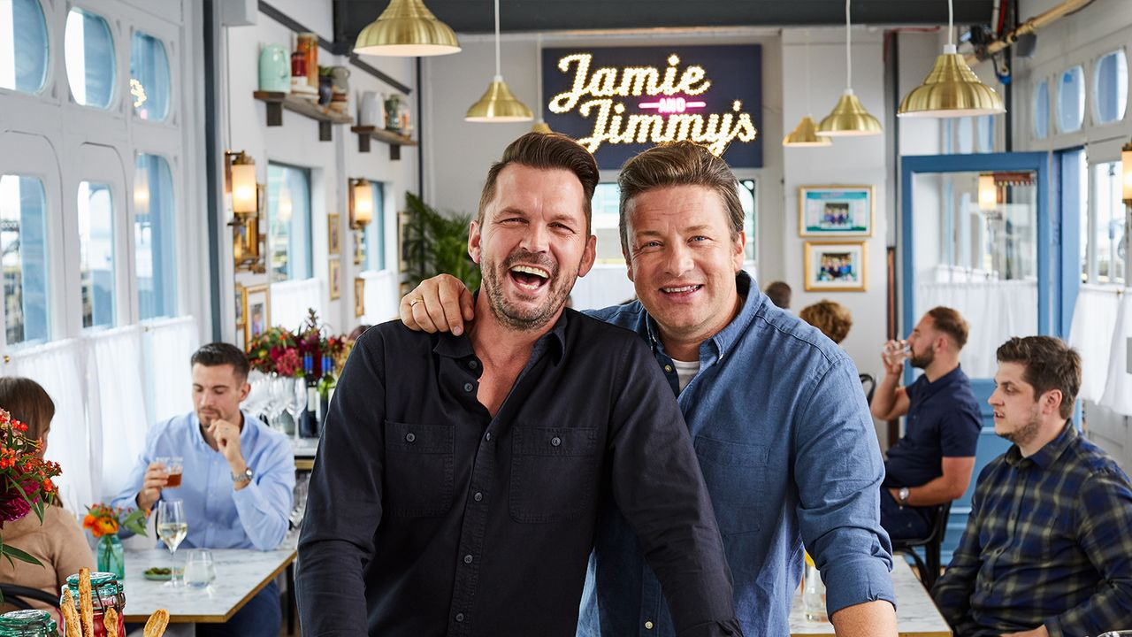 (8. Staffel) - Jimmy Doherty (l.); Jamie Oliver (r.) - Bildquelle: 2019 Jamie Oliver Enterprises ltd.