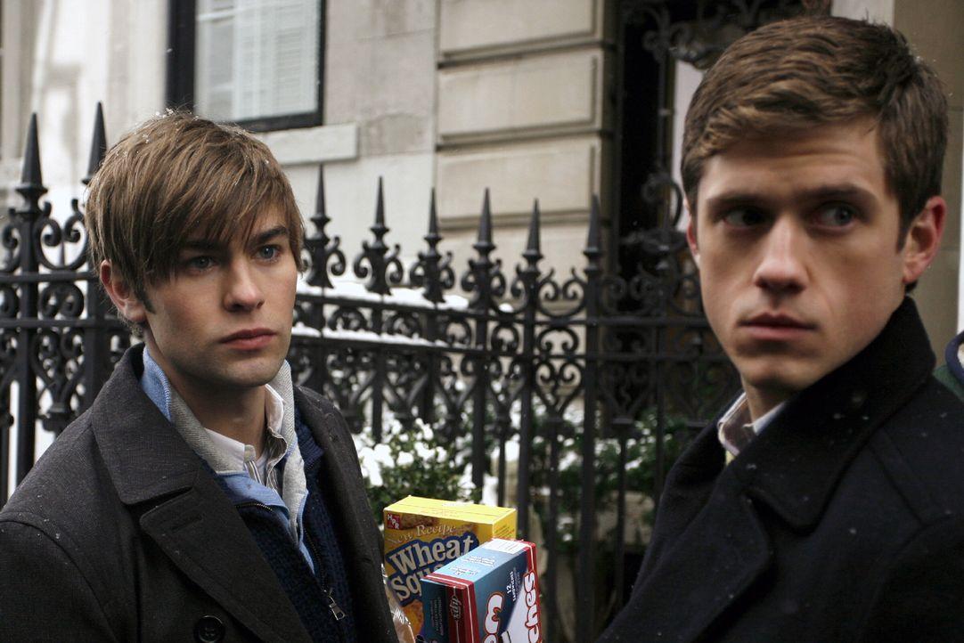 Nate (Chace Crawford, l.) trifft auf seinen Cousin Tripp (Aaron Tveit, r.), der lädt ihn ein, zu einem Familientreffen am ein und meint, dass ihr Gr... - Bildquelle: Warner Brothers