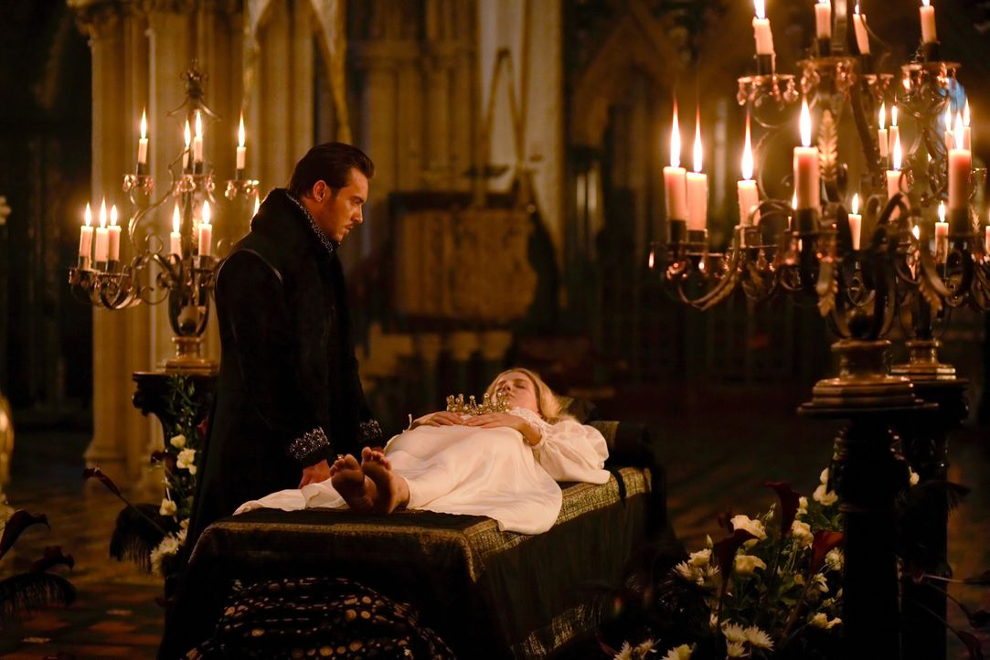 Die Freude über seinen Sohn währt für König Henry VIII (Jonathan Rhys Meyers, l.) nicht lange, denn er muss seine Frau Jane (Annabelle Wallis, r.) z... - Bildquelle: 2009 TM Productions Limited/PA Tudors Inc. An Ireland-Canada Co-Production. All Rights Reserved.