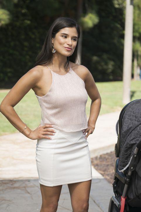Janes beste Freundin Lina (Diane Guerrero) ... - Bildquelle: Michael Desmond 2015 The CW Network, LLC. All rights reserved.