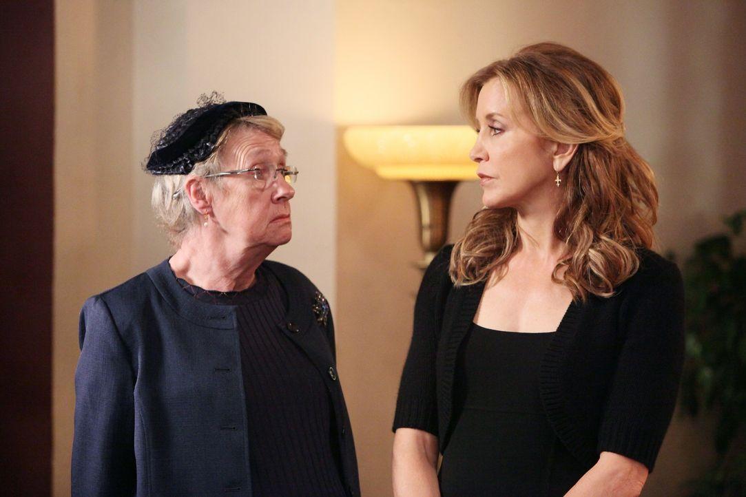 Stehen Susan in ihrer schweren Zeit zur Seite: Karen (Kathryn Joosten, l.) und Lynette (Felicity Huffman, r.) ... - Bildquelle: ABC Studios