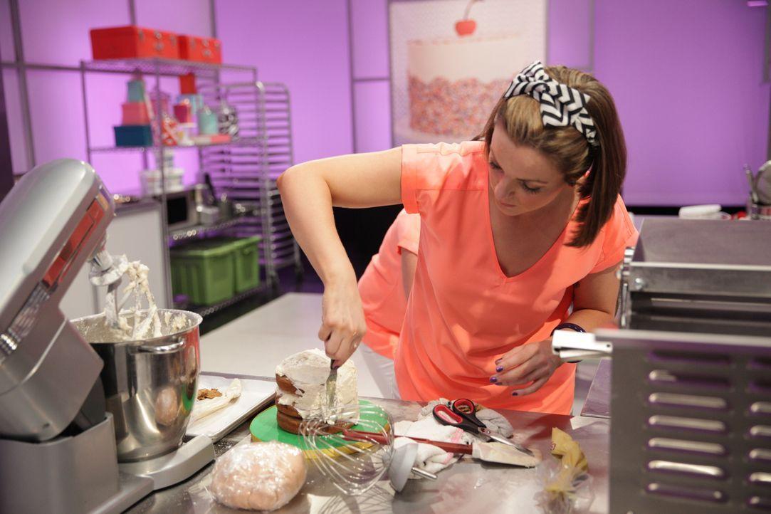 """Bäckerin Victoria Donnelly ist begeistert von dem Thema """"The Sound of Music"""" und würde liebend gern den Kuchen zu 50 Jahrfeier des Films """"The Sound... - Bildquelle: 2015, Television Food Network, G.P. All Rights Reserved"""