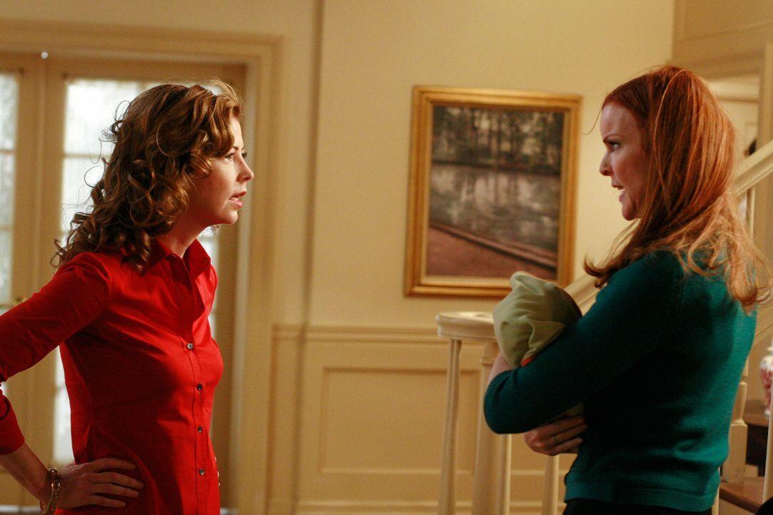 Katherine (Dana Delany, l.) ist außer sich, als sie Sylvia Greene vor ihrem Haus erblickt. Sie stellt sie zur Rede und es kommt zu einem Streit zwis... - Bildquelle: ABC Studios