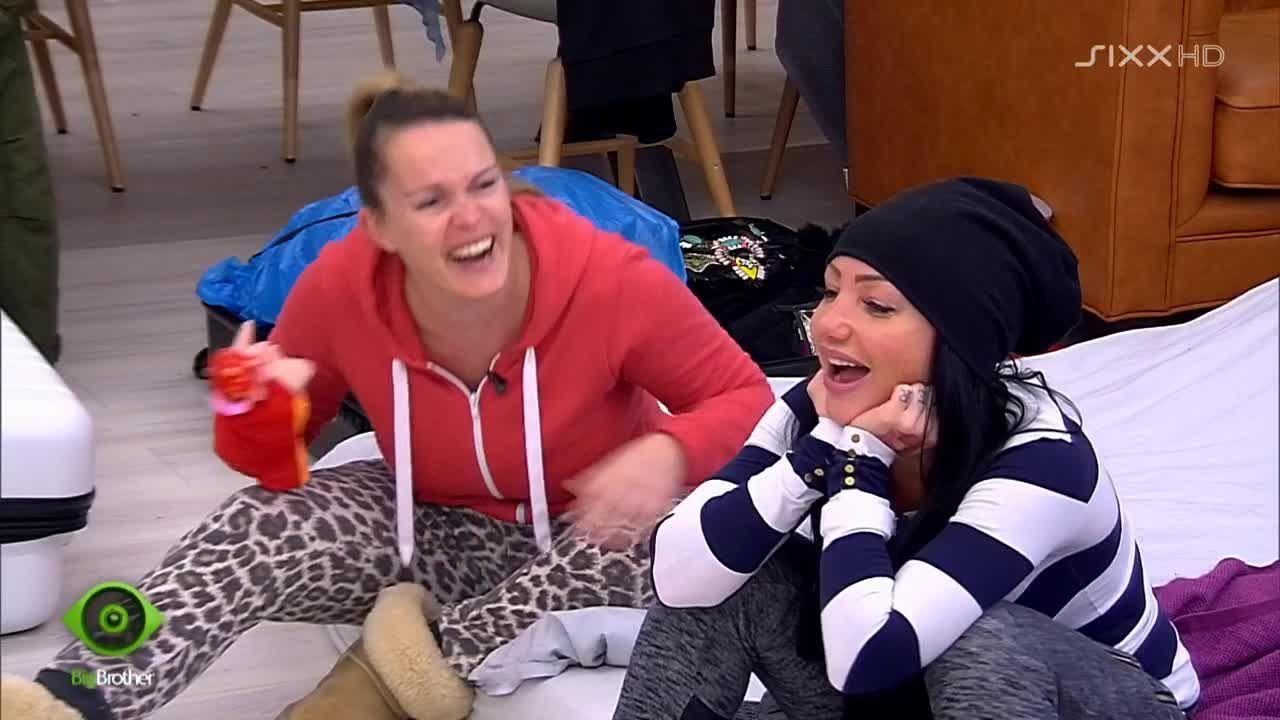 Bianca und Lusy haben ihren Spaß - Bildquelle: sixx
