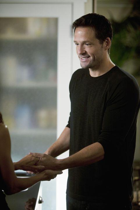 Seitdem Travis auf dem College ist, fühlt sich Jules sehr einsam. Deswegen lenkt sie ihre ganze Aufmerksam auf Grayson (Josh Hopkins). Dieser ist g... - Bildquelle: 2010 ABC INC.