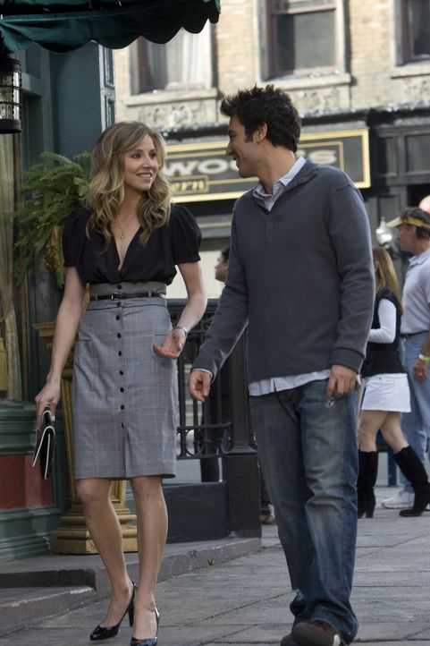 Ted (Josh Radnor, r.) gibt nicht auf und nutzt die zweiminütige Mittagspause von Stella (Sarah Chalke, l.), um ein klassisches Date inklusive Taxifa... - Bildquelle: 20th Century Fox International Television
