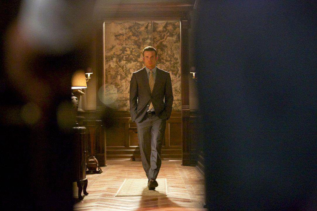 Seine alte High-School Liebe bringt Roy (Cam Gigandet) in einige Schwierigkeiten ... - Bildquelle: 2013 CBS BROADCASTING INC. ALL RIGHTS RESERVED.