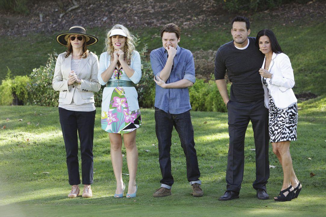 """Nachdem Jules (Courteney Cox, r.) einen neuen Slogan - """"Ein Zuhause, das braucht jeder"""" - für ihre Firma entwickelt hat, fällt ihr auf, dass Bobby... - Bildquelle: 2010 ABC INC."""