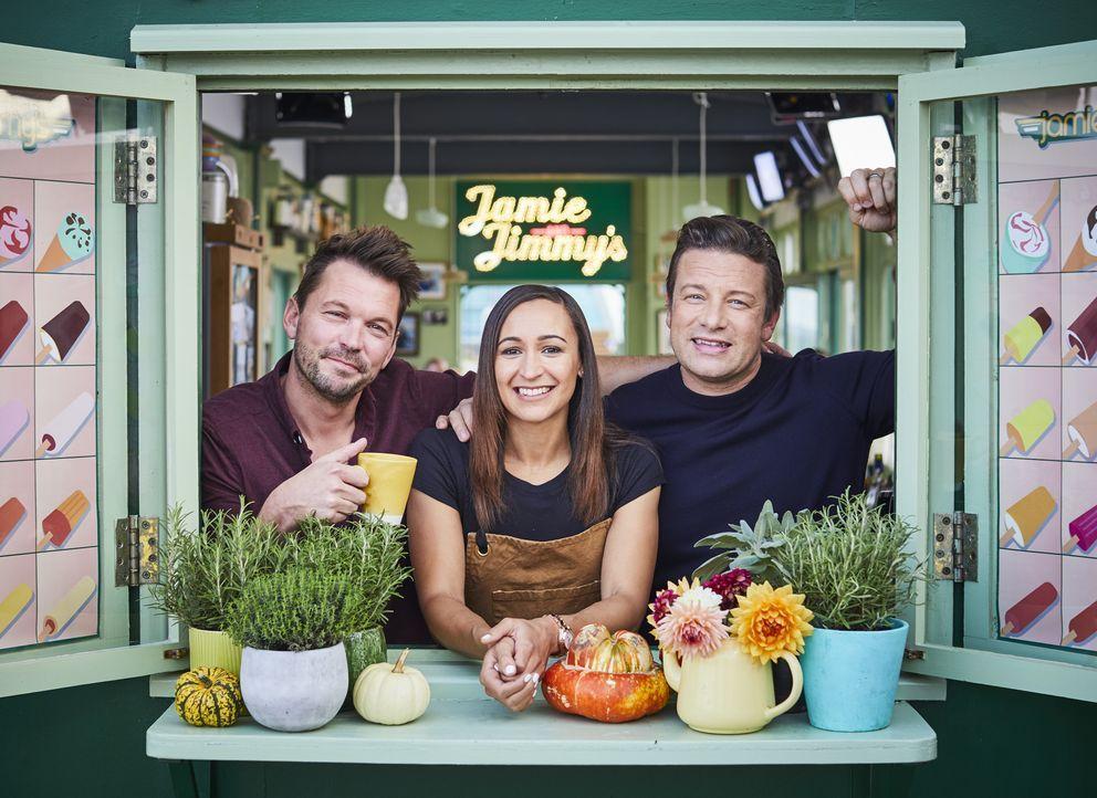 (v.l.n.r.) Jimmy Doherty; Jessica Ennis-Hill; Jamie Oliver - Bildquelle: Steve Ryan Jamie Oliver Productions, 2018 / Steve Ryan