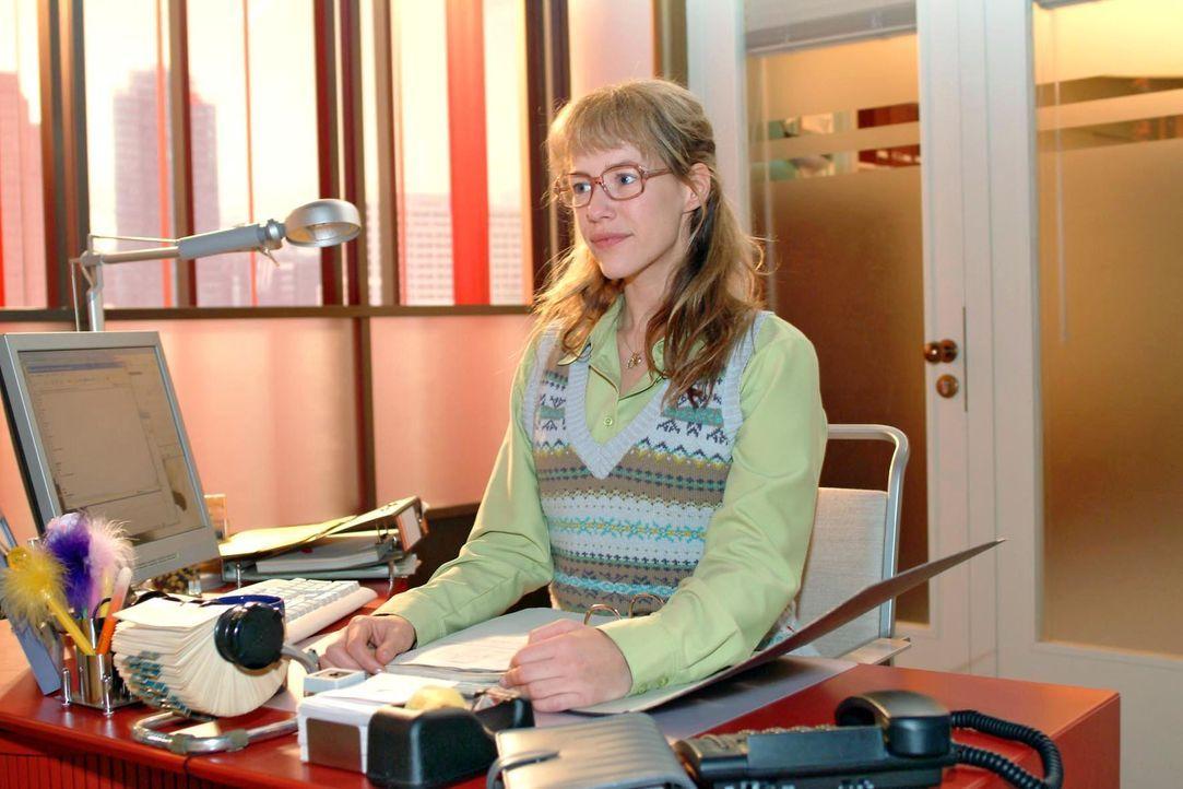Wer hätte das gedacht: Lisa Plenske (Alexandra Neldel) ist nun Geschäftsführerin einer Scheinfirma. (Dieses Foto von Alexandra Neldel darf nur in Zu... - Bildquelle: Monika Schürle SAT.1 / Monika Schürle