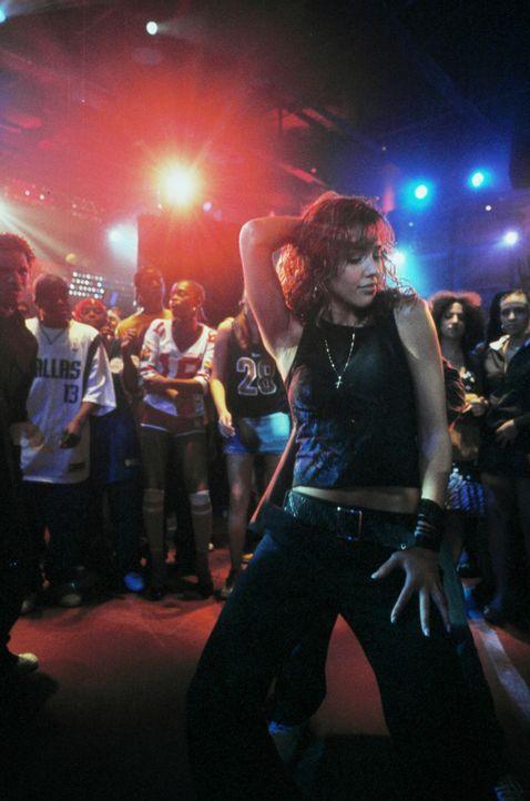 Honey Daniels (Jessica Alba) lebt in New York und träumt von einer Karriere als Tänzerin. Tagsüber arbeitet sie in einem Plattenladen, nachts in New... - Bildquelle: Universal Studios