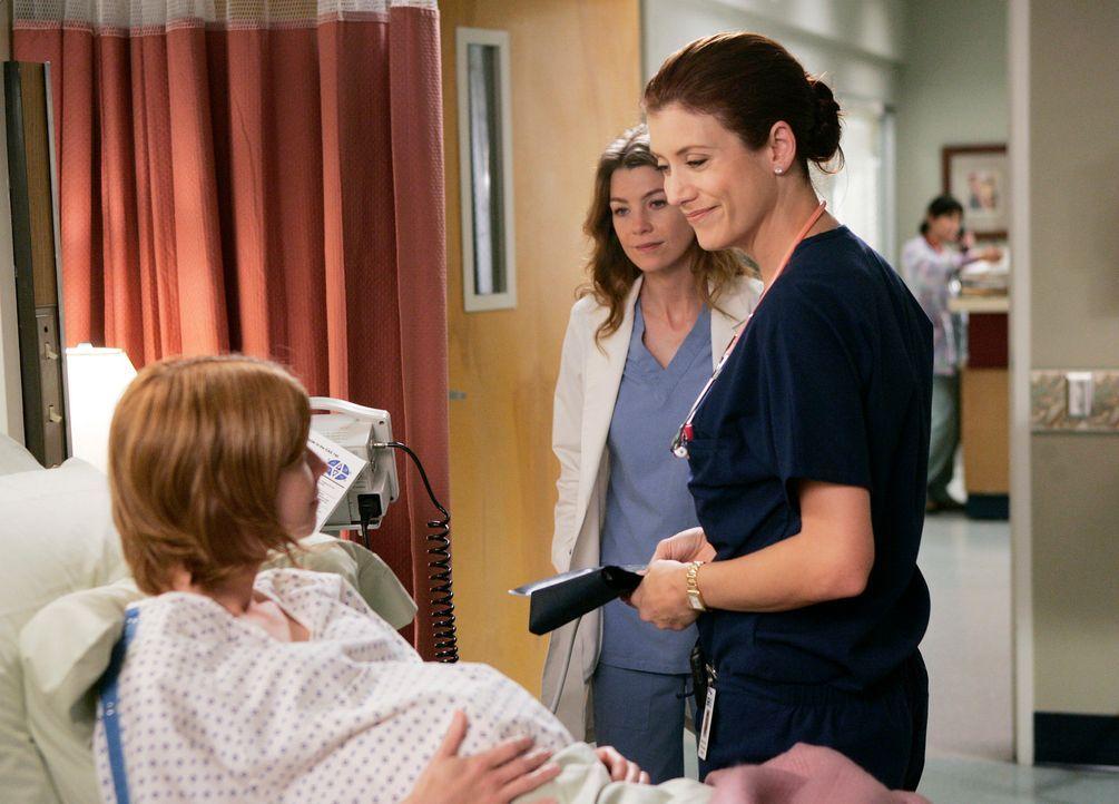 Meredith (Ellen Pompeo, M.) und Maddison (Kate Walsh, r.) kümmern sich um Molly Thompson (Mandy Siegfried, l.), die Probleme in der Schwangerschaft... - Bildquelle: Touchstone Television