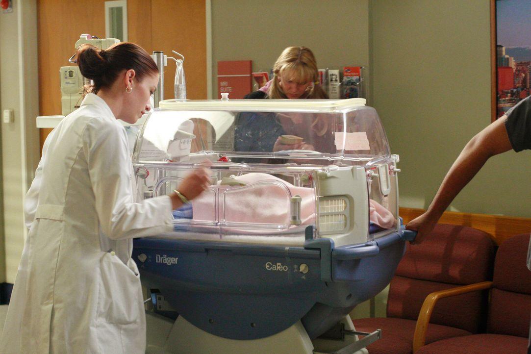 Lexie (Chyler Leigh, l.) kümmert sich um Teresa und Seans Baby, das die Treppe hinuntergefallen ist ... - Bildquelle: Touchstone Television