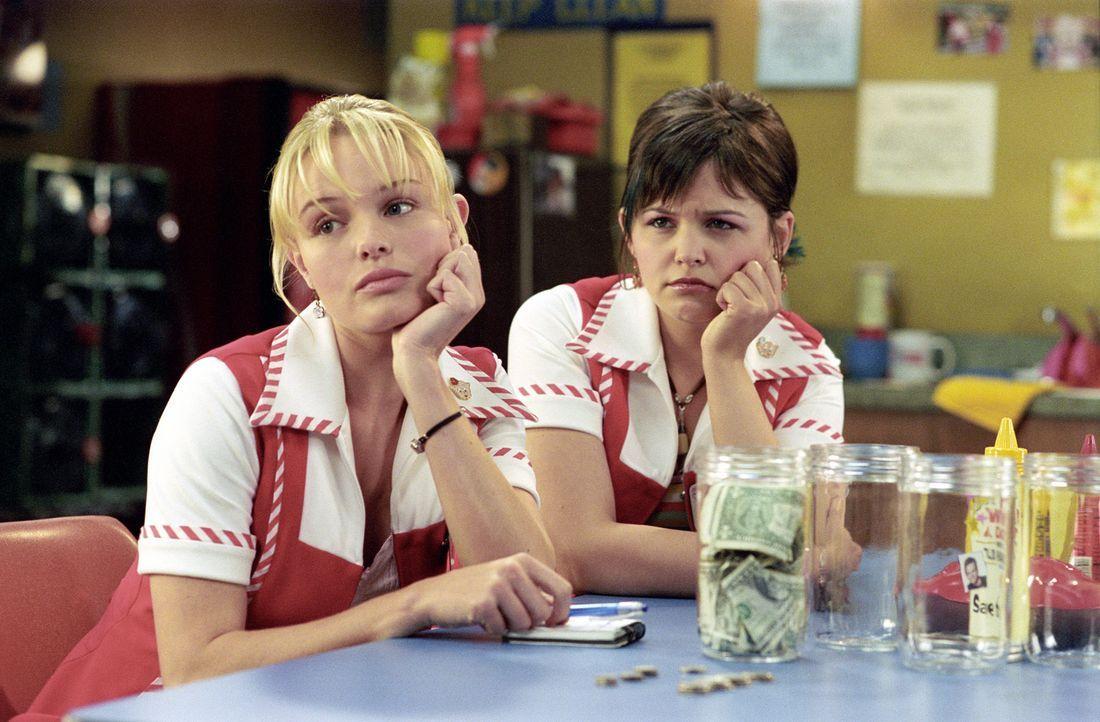 Rosalee Futch (Kate Bosworth, l.) arbeitet in einem Lebensmittelgeschäft im ländlichen West Virginia. Ihr großer Traum ist es, einmal Filmstar Tad H... - Bildquelle: 2004 DreamWorks LLC. All Rights Reserved.