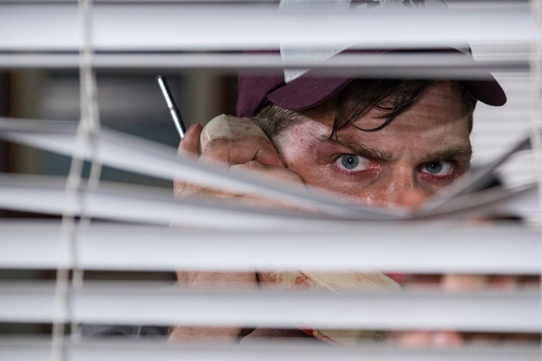 Der unberechenbare Eric Parnell (William Atwood) erschießt eine junge Frau und entführt deren Cousine. Schließlich spielt er sich als Retter auf. Do... - Bildquelle: Darren Goldstein Cineflix 2015