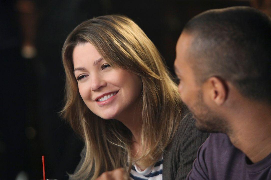 Genießen den Feierabend: Meredith (Ellen Pompeo, l.) und Jackson (Jesse Williams, r.) ... - Bildquelle: ABC Studios