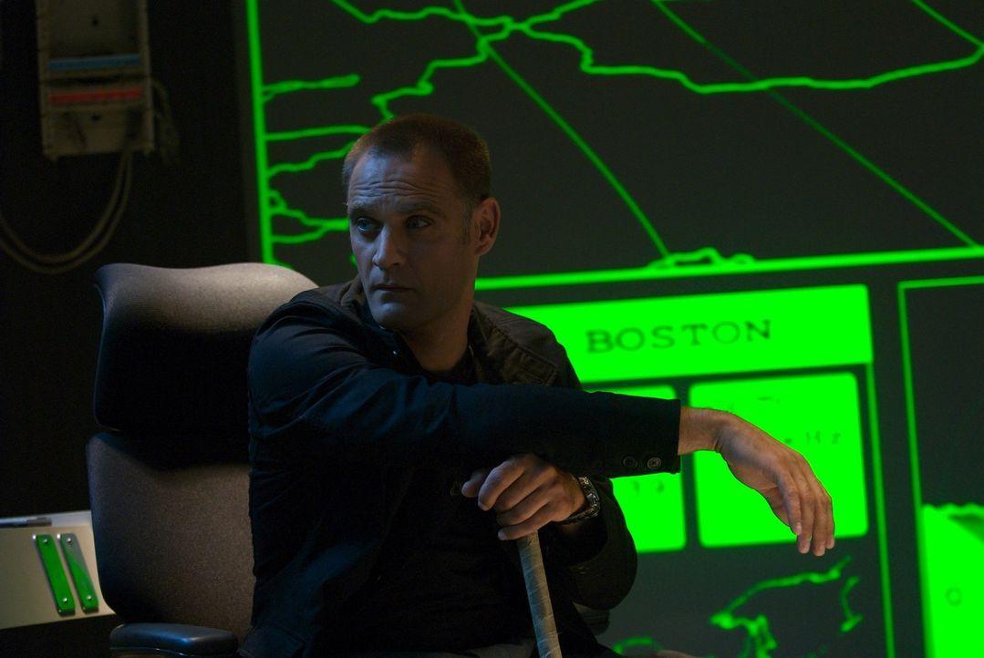 Aslan Bukhari (Andreas Apergis) ist nicht der, der er zu sein scheint. Kaltblütig setzt er seinen Plan in die Tat um und geht dabei über Leichen! - Bildquelle: 2006 RHI Entertainment Distribution, LLC