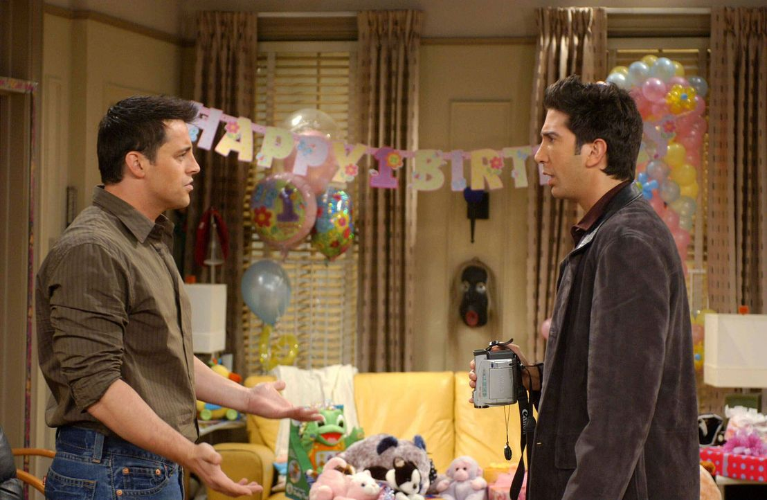 Gute Freunde: Ross (David Schwimmer, r.) und Joey (Matt LeBlanc, l.) ... - Bildquelle: 2003 Warner Brothers International Television