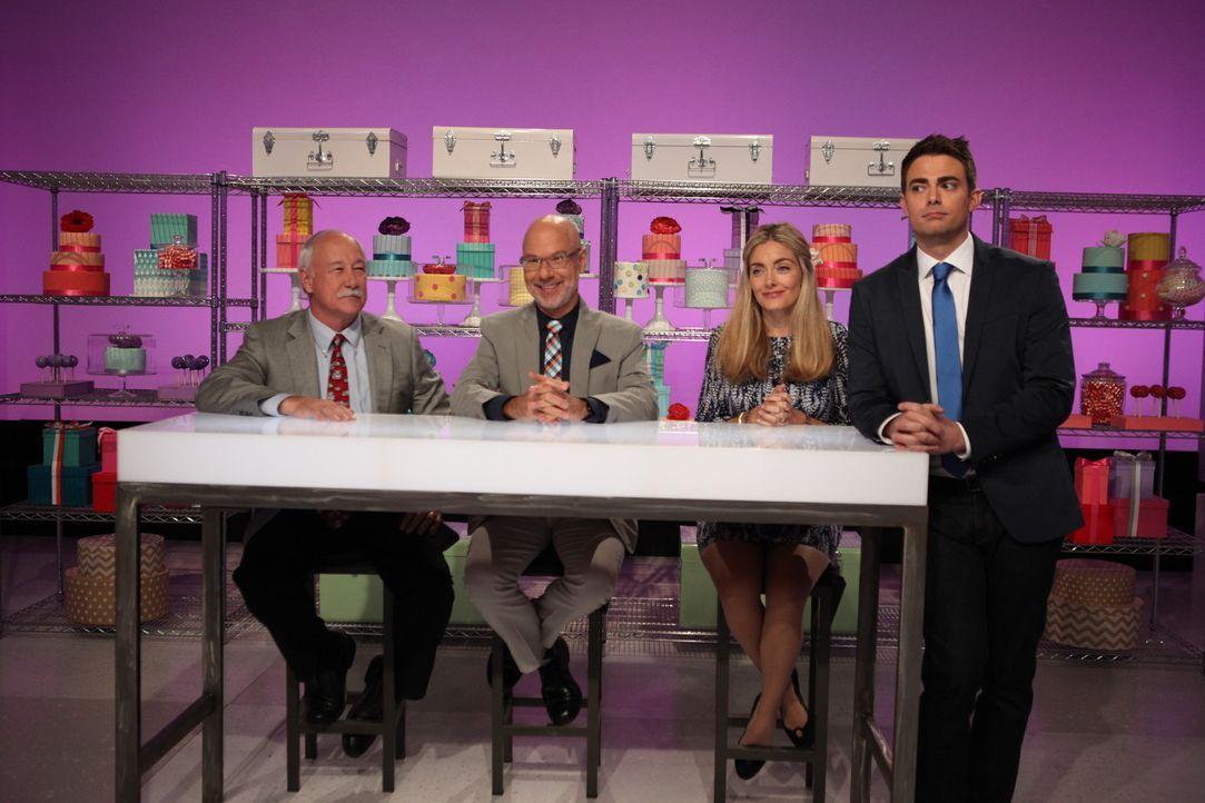 Gast Juror und Los Angeles` Zoodirektor John Lewis (r.) freut sich tierisch auf die Torten, die die Kandidaten kreieren werden. Auch die restliche J... - Bildquelle: 2016,Television Food Network, G.P. All Rights Reserved