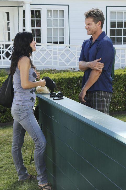 Bobby (Brian Van Holt, r.) entschließt sich, keine Alimente mehr von Jules (Courteney Cox, l.) anzunehmen. Als Jules jedoch erfährt, dass er seine... - Bildquelle: 2010 ABC INC.